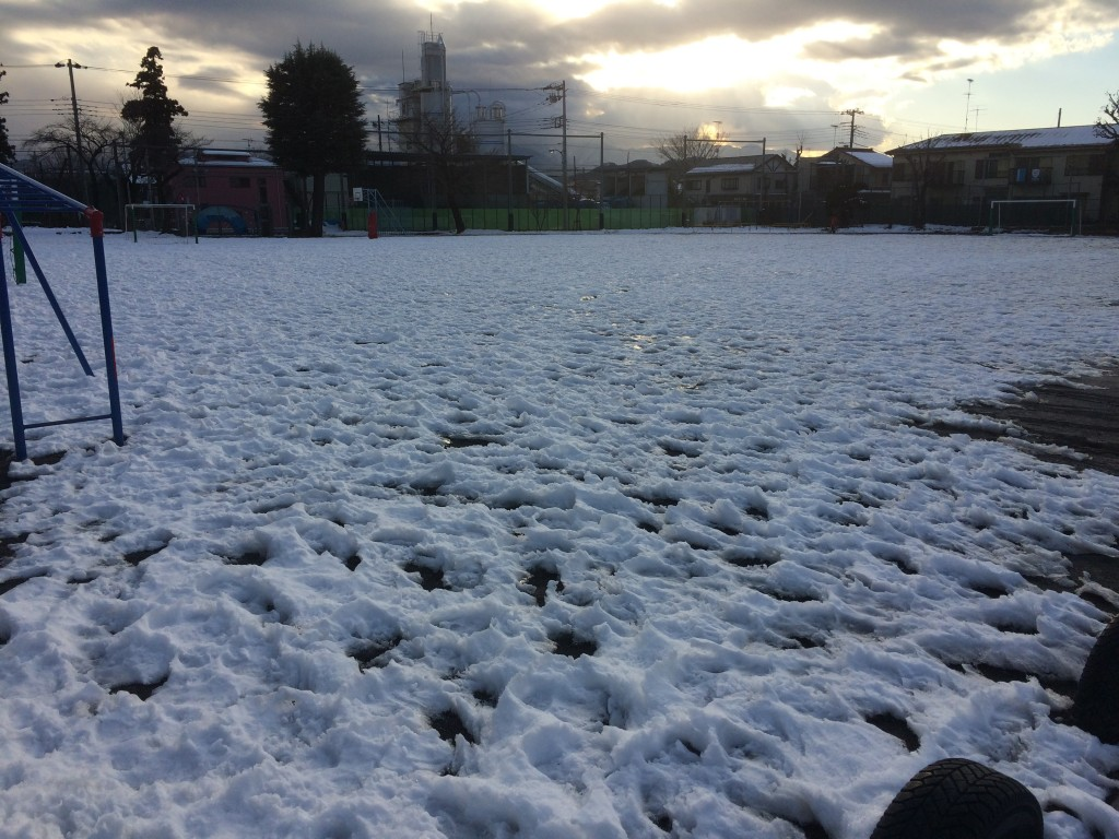 雪の相原小校庭